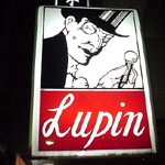 BAR「Lupin」で 太宰のモノクロ写真とバーボンと