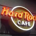 Restaurant & Bar「Hard Rock Cafe」で エルビスとステーキと