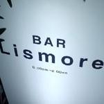 BAR「Lismore」で 路地のバーのカウンターJAMESON12年