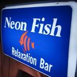Relaxation Bar「Neon Fish」で リキュール樅の木ハニーハブ