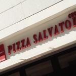 PIZZA「SALVATORE CUOMO」で 白に黄色の四種のチーズ