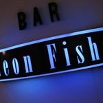 Bar「Neon Fish」で ミニチュアボトル棚に再会MIDORIソーダと