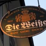 Weißbierbrauerei「DIE WEISSE」で 赤外線パラソルの白ビール