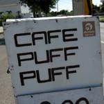 CAFE「PUFF PUFF」で 海の青に臨むテラスでトロピカル・パフェ