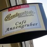 Cafe「Anzengruber」で ビールとグーラッシュ街角の老舗カフェ