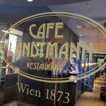 RESTAURANT「CAFE LANDTMANN」で ウィーン風牛肉の煮込み