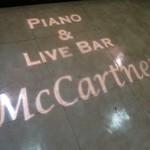 Piano&LiveBar「McCartney」で 伊豆田洋之の歌声と山崎の丸氷