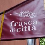 食堂「frasca di città」で郷土料理フリコにパニーノUdineの路地に素敵な秘密基地