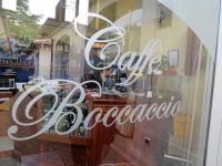 Caffè「Boccaccio」で国境の街の麦酒国境の街Goriziaの市場のカフェでひと休み