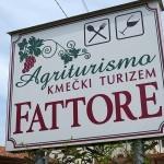 Agriturismo「FATTORE」でスロベニア望む絶景のテラス地物ワインにČEVAPČIČI
