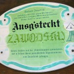 Weinbau「Zawodsky」でウィーン郊外の清々しい庭のテーブルと自家製ワイン