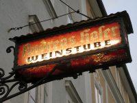 Weinstube「AndreasHofer」で石畳の小路シュタインガッセ辿る古き良き郷土料理店